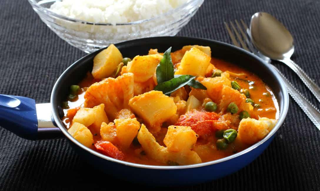 spicy aloo gobhi, potato curry, batate vagu, konkani recipes