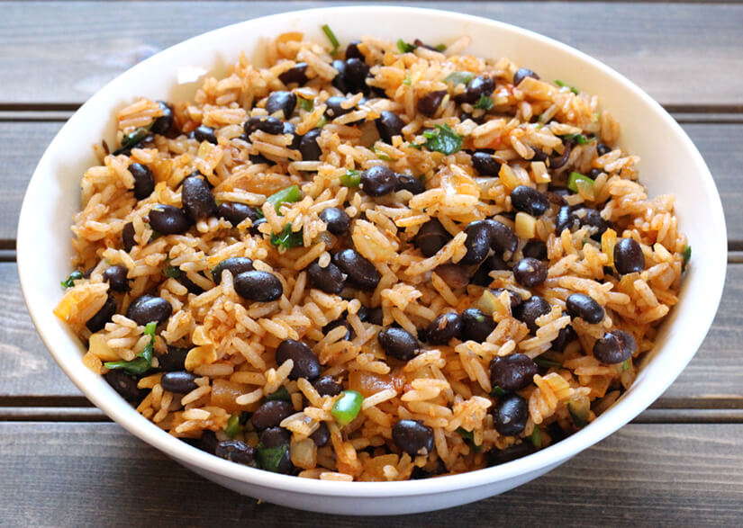 Black Beans Rice / spanish rice / red rice / arroz rojo / Mexican Rice /  recipes with black beans / how to cook black beans / mexican black beans / black beans and rice / Frijoles negros / cuban black beans / dry black beans / canned black beans recipe / Spanish rice recipes / Black beans instant pot / Mexican food recipes