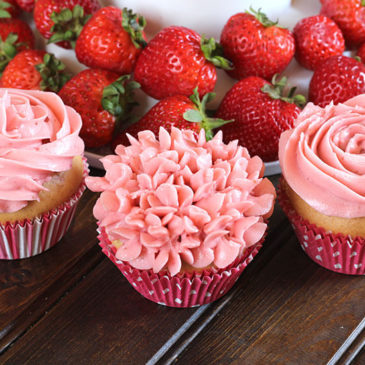 STRAWBERRY CUPCAKES WITH BUTTERCREAM FROSTING