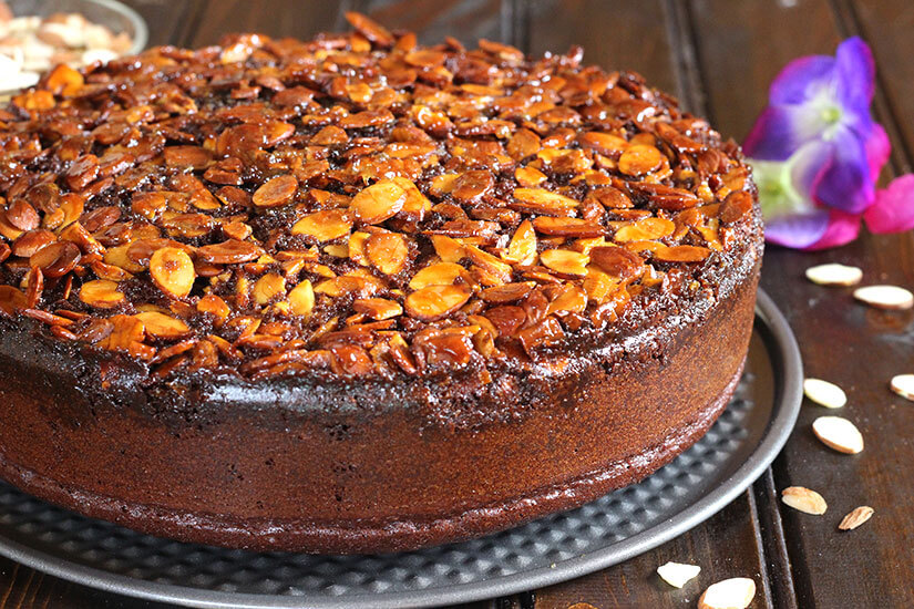 CHOCOLATE ALMOND UPSIDE DOWN CAKE - Cook with Kushi