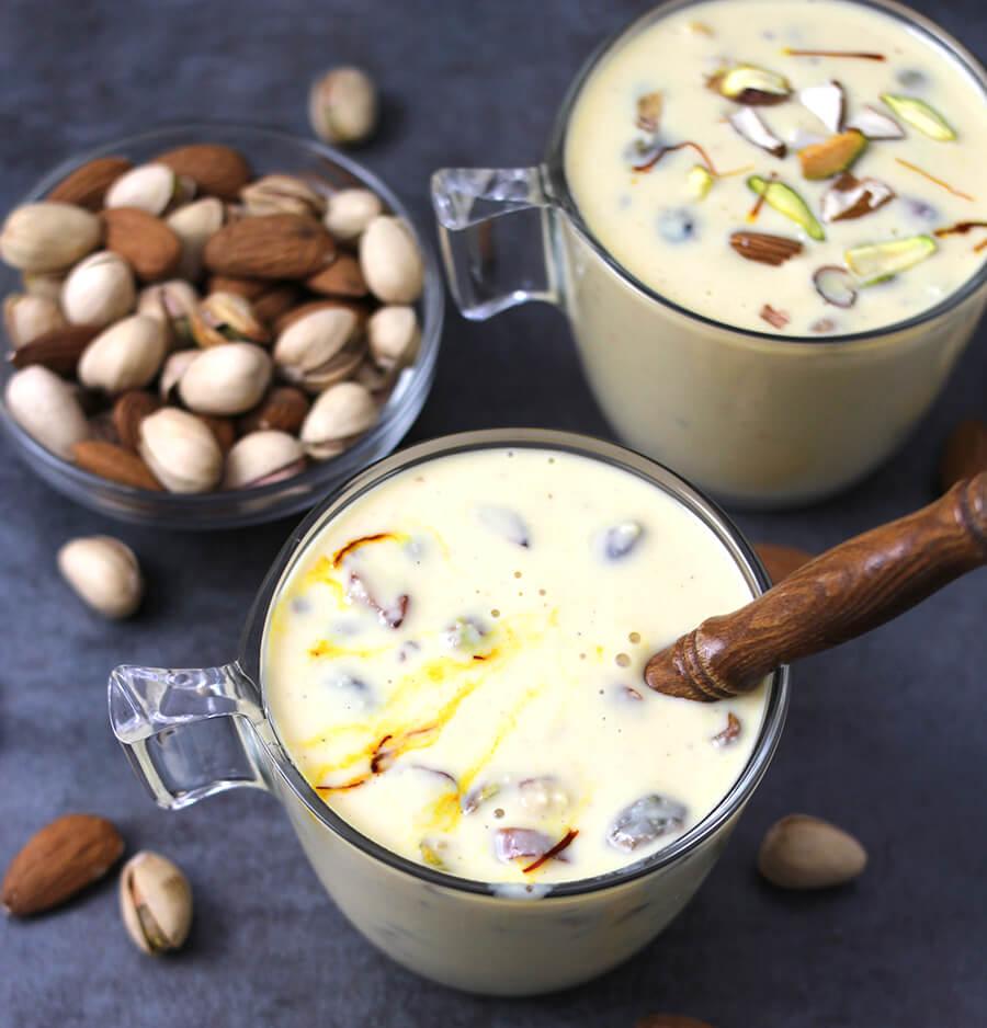 Basundi / Rabri / Rabdi / Indian sweets / Indian Desserts / Janmashtami, Ganesh Chaturthi, Navratri and Deepavali / Indian festival recipes / Custard / Sweetened Milk / Condensed Milk / Flavored Milk