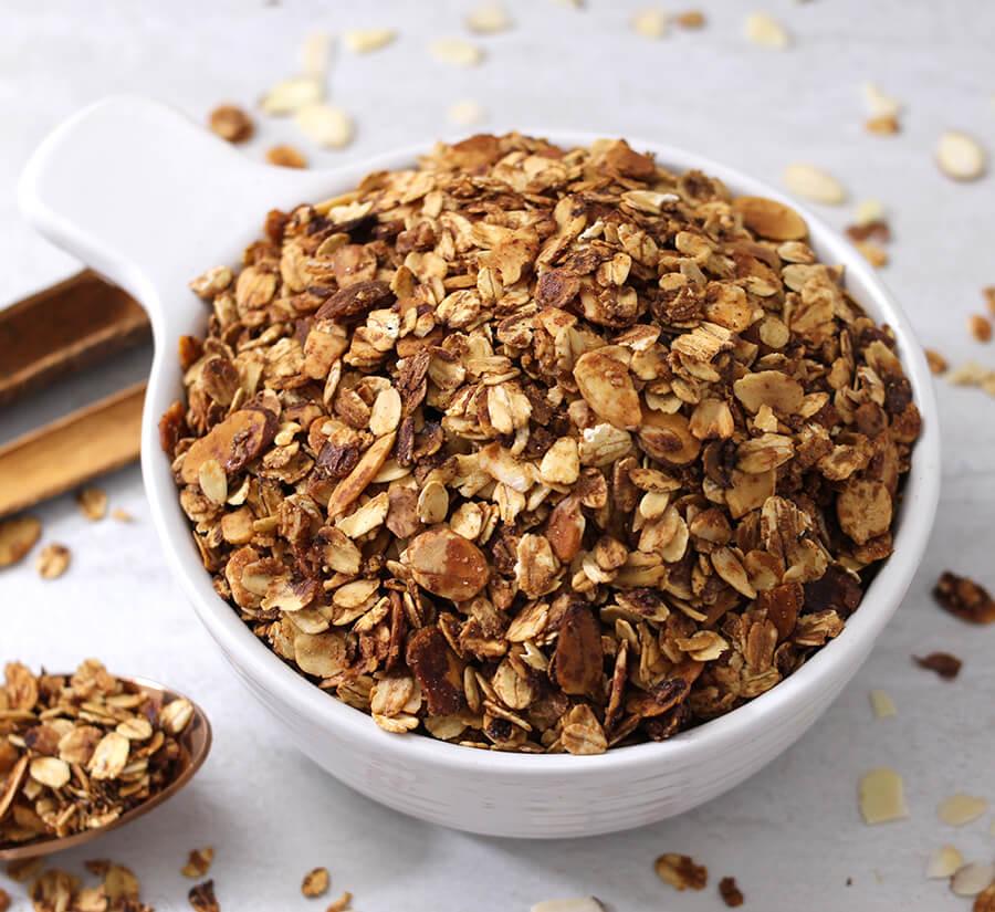 6 Ingredient Granola / Diet Recipes / Vegan Granola / Crunchy Granola / Gluten Free Recipes / Wightloss Recipes / Weight Watchers Recipe / Quick Oats / Parfait / Smoothie Bowls