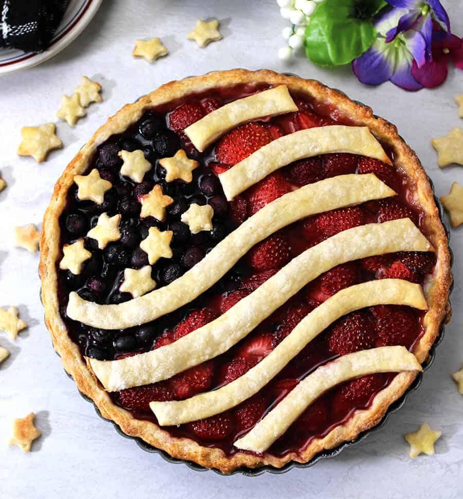 American Flag Pie / Berry Pie / Summer Pie / Fruit Pie / July 4th Pie / Patriotic Pie / Independence day Pie / Patriotic treats / Patriotic dessert / Red white and Blue dessert / Summer Recipes / Potluck Recipes / Thanksgiving dessert