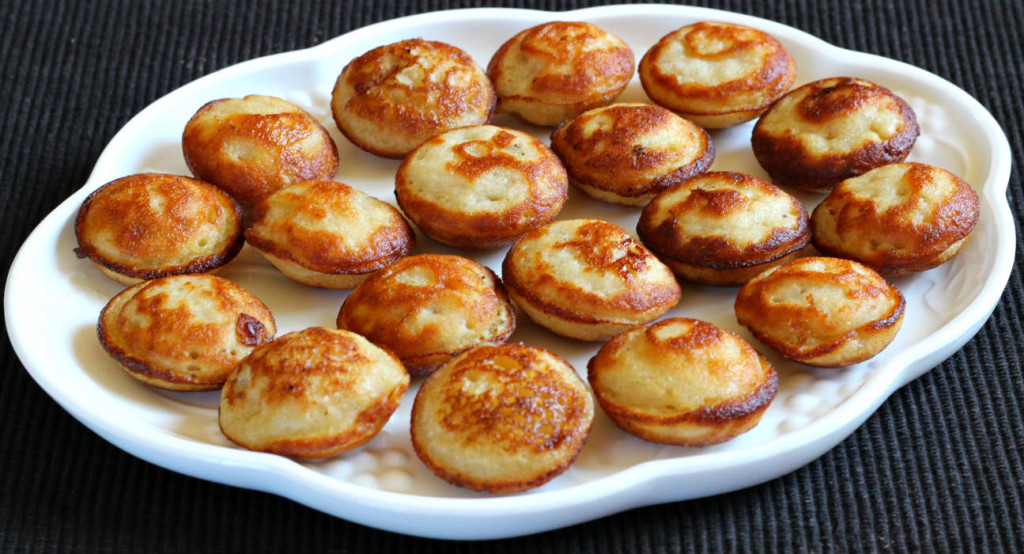 Sweet Rice Appo / Appo / Appe / Paniyaram / Ganesh chaturthi recipes / popular indian sweets / indian snacks / rice recipes / festival recipes / mithai / popular konkani recipes / donuts / doughnuts