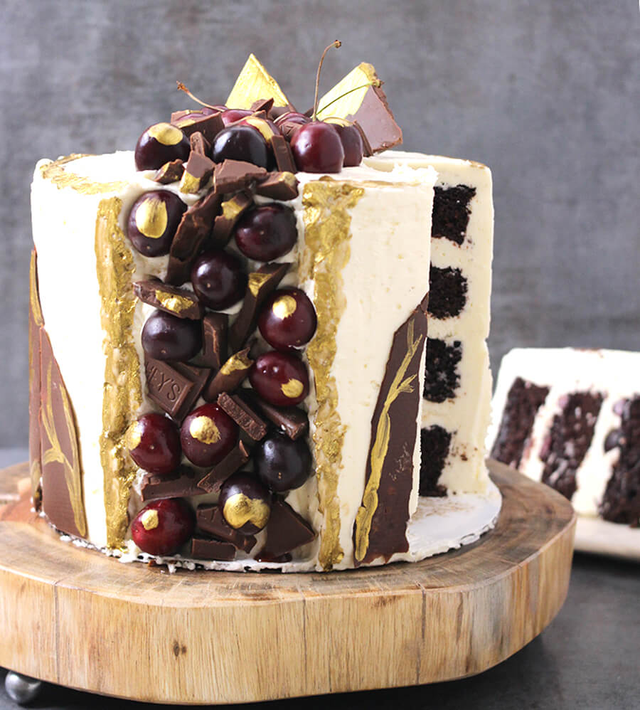 BLACK FOREST FAULT LINE CAKE WITH BUTTERCREAM FROSTING - Cook with Kushi
