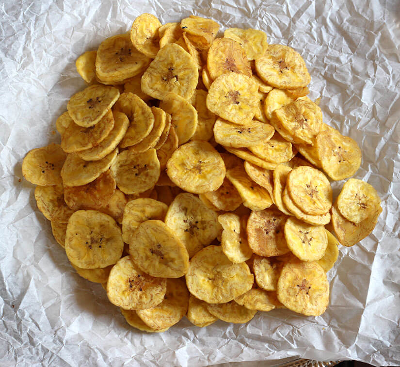 Vegan and Gluten Free Banana Chips/ Plantain Chips / Banana Chips Indian / dehydrated banana chips / How to make banana chips crispy / banana chips Indian / Plantain chips whole30/ sweet plantain chips / healthy plantain chips /
