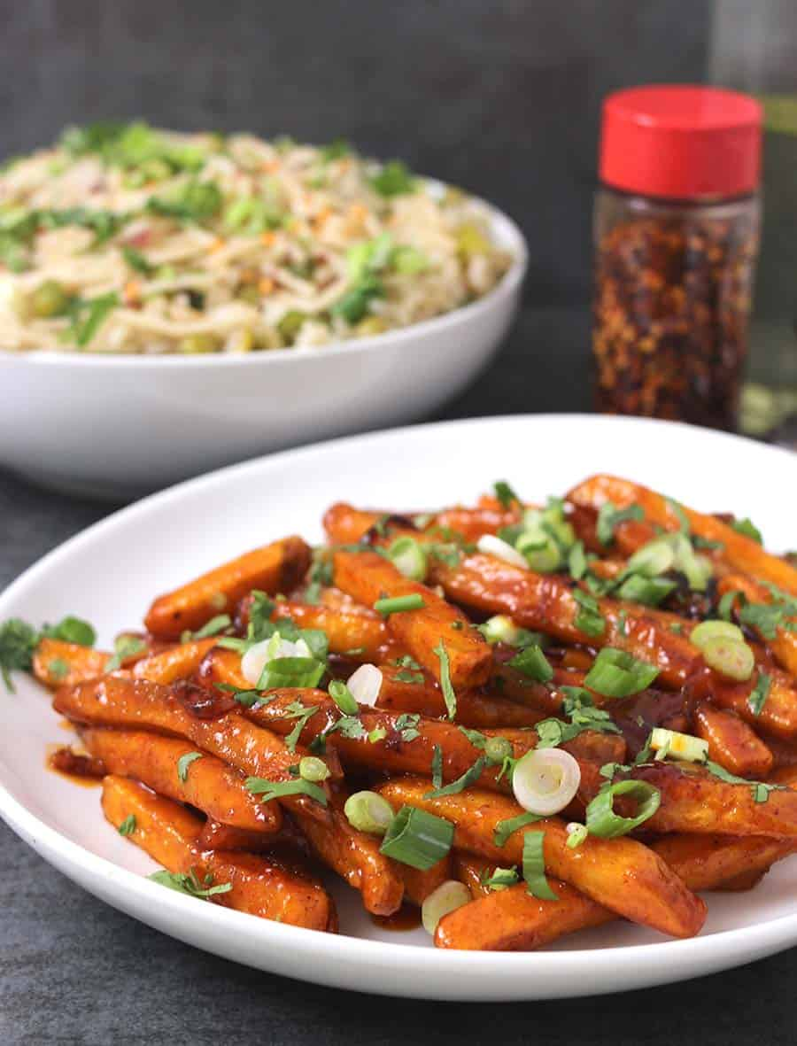 Honey Sriracha Potatoes / Game night recipes / Honey Sriracha Bruseel Sprouts / potato side dishes