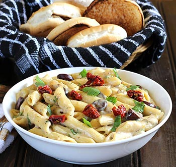 Pasta with veggies served with in delicious homemade white sauce | Pasta in bechamel white sauce