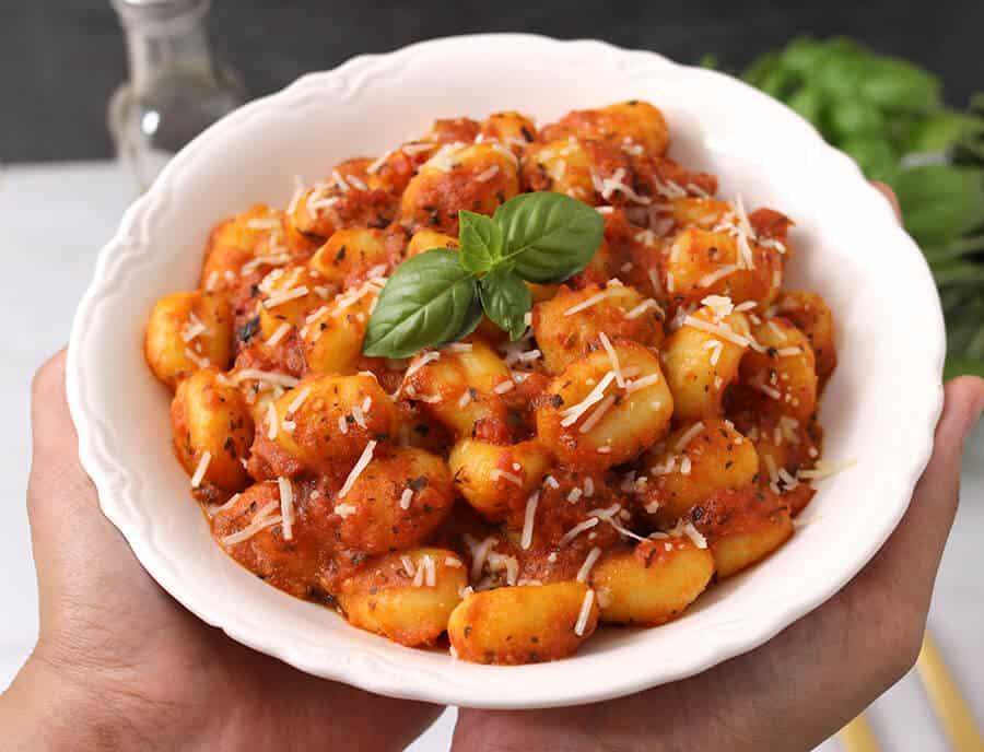 gnocchi in arrabiata pasta sauce, arrabbiata , alfredo sauce, creamy pasta, dinner recipes, vegetarian meals