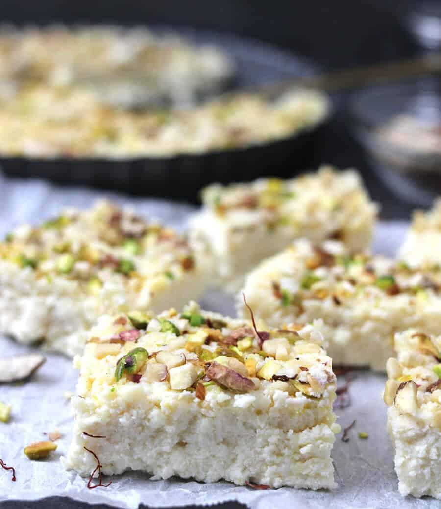 Kalakand / Quick Kalakand / Easy Kalakand / Milk cake / Cheesecake / Milkmaid recipe / Condensd Milk Recipes / Rasmalai / Rasgulla / Gulab Jamun / Diwali Recipes / Navratri Recipes / Popular Indian Sweets / Milk Based Recipes / Paneer Recipes