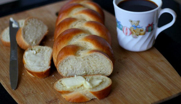 Zopf Züpfe,Butterzopf, Tresse, Treccia, Challah, Vienna - Braided bread , Swiss Bread, austrian Bread, bavarian Bread , thanksgiving, christmas, easter bread recipes for breakfast, brunch, lunch, dinner