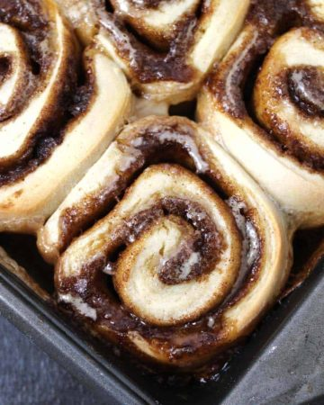 Best & Easy Cinnamon rolls from scratch with brown butter and cream cheese frosting. holiday season breakfast recipes, cinnamon buns, cinnamon danish, cinnamon swirl, cinnamon snail, christmas breakfast recipes