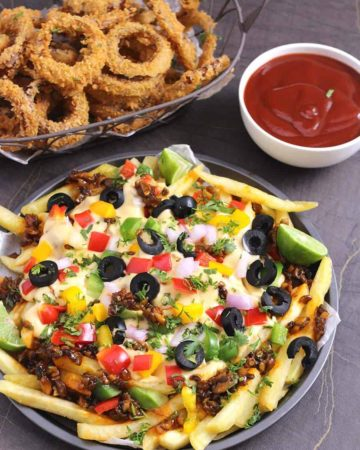 Loaded Cheese Fries, Vegetarian loaded fries, meatless recipes, French Fries, Potatoes, Mushrooms, Honey Sriracha Mushrooms, Honey chili mushrooms, vegetarian snacks, finger food , appetizers, super bowl, game day, football food, dinner recipes, party food, American cheese sauce for fries, mexican loaded fries, Texas cheese fries