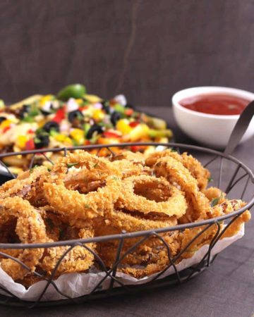 Onion Rings, Best homemade extra crispy onion rings from scratch, vegan onion rings, keto onion rings, finger food, snack, sides, appetizers, panko bread crumbs, ringlets, American popular food, super bowl food, football food, party food ideas, popeyes onion rings
