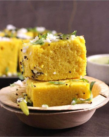 Gujarati Khaman Dhokla (Instant Dhokla or Besan Dhokla) for breakfast, snack, main coarse or side dish for lunch or dinner on microwave oven, pressure cooker, steamer, instant pot #dhokla #khamandhokla #gujaratisnacks #indianfood #indianrecipes #healthyeating