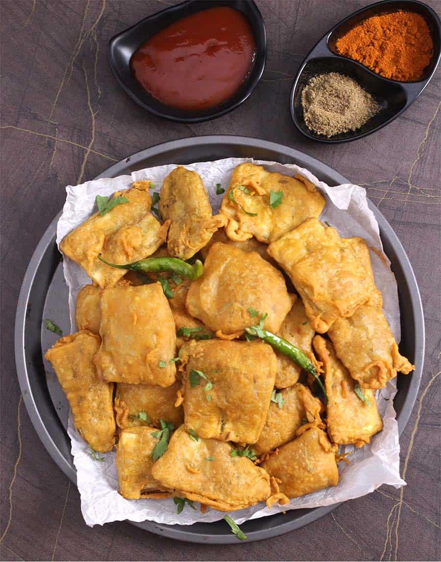 Banana Pakora, pakoda, bajji, fritters, plantains ripe raw, paneer, aloo, Indian snacks #pakora #fritters
