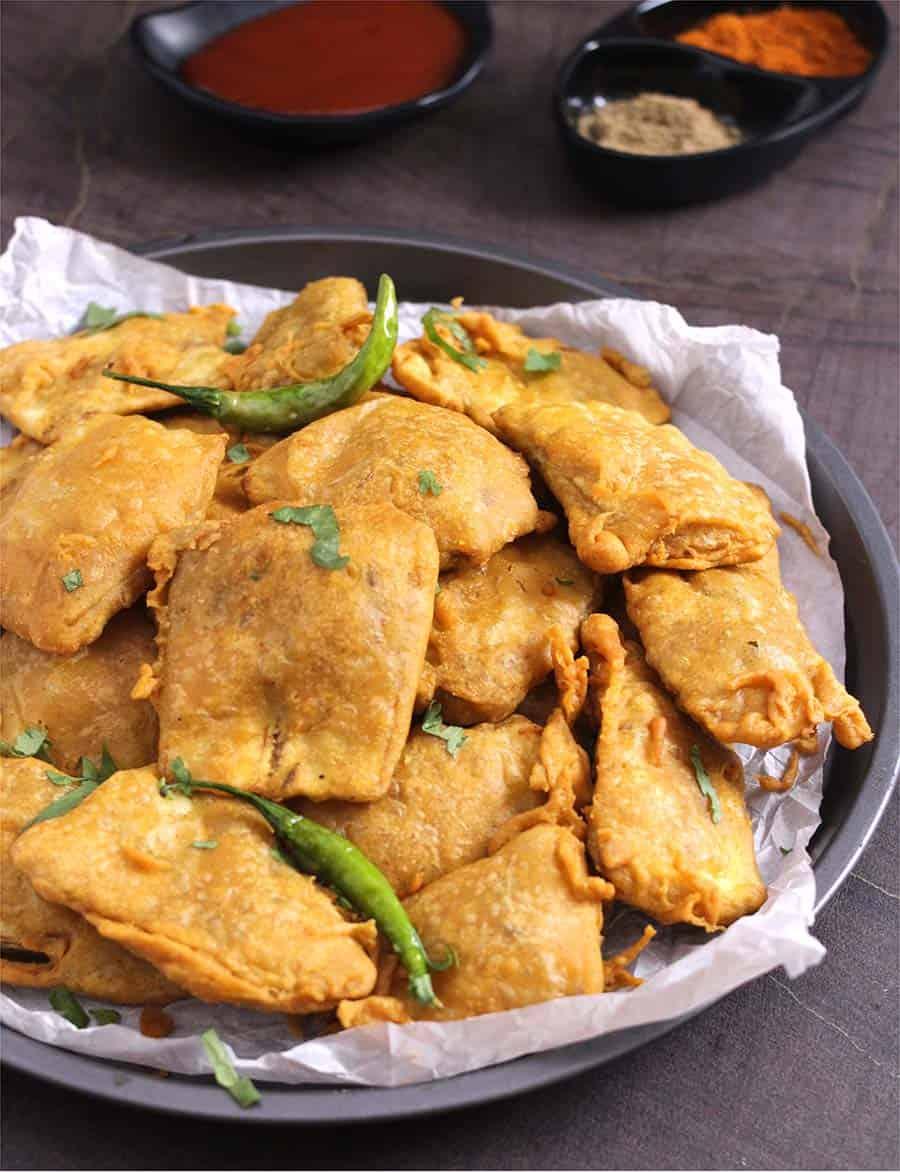 Banana Pakora, pakoda, bajji, fritters, potato, eggplant, paneer, gobi, cauliflower #fritters #pakoda #snacks